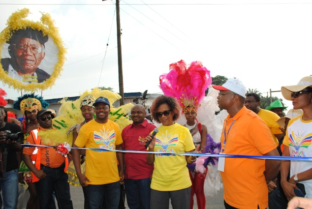 Rhonda Watson flanked by the Dep. Speaker of teh Cross River State House of Assembly and other Principal officers at the Carnival Commission